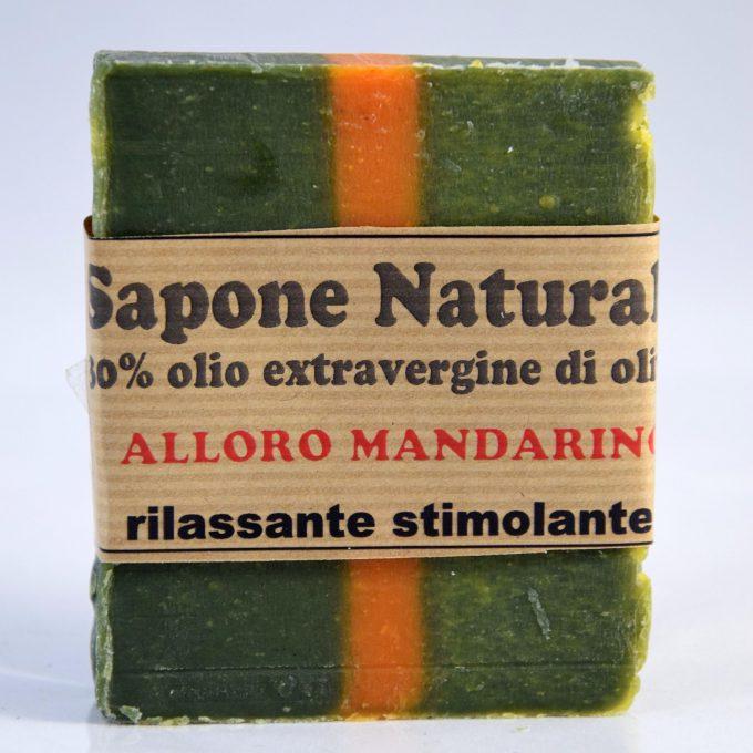 sapone con olio extravergine di oliva e olio di alloro e olio di mandarino