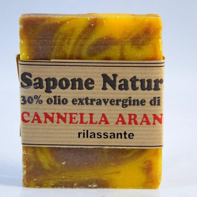 sapone con olio extravergine di oliva con olio essenziale di cannella e arancio